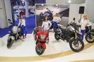 E dizajn Suzuki auto show hostese-13